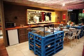 table de cuisine en palette 10 modèles de cuisine incroyables faites avec des palettesmeuble en