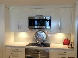 kitchen rear wall made of glass as a shiny item hum ideas