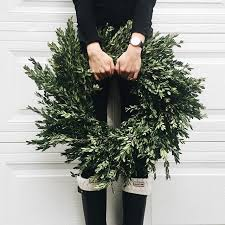 Pinterest Decorating Christmas Wreaths by Best 25 Winter Wreaths Ideas On Pinterest Initial Wreath