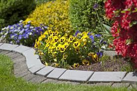 imagenes de jardines pequeños con flores ideas para diseñar un jardín pequeño jardines pequeños jardín y