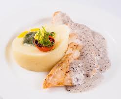 comment cuisiner une poularde poularde aux morilles au jus de truffes recette de poularde aux