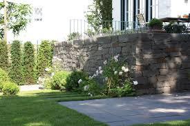 Gartengestaltung Mit Steinen Trockenmauer Mit Original Qurrenbach Grauwacke Von Rheingrün