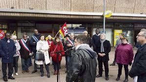 bureau de poste ris orangis les postiers votent un 31e jour de grève l humanité