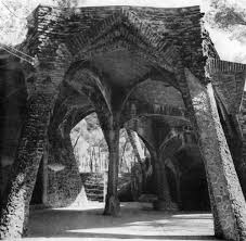 gaudi reproached gothic architecture for depending on flying