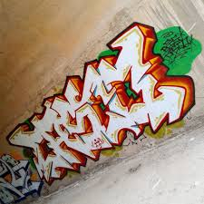 interview dasco and saker real moves project crew bombing science really i live the moment because in graffiti everything can changes in a moment and it s better don t think about the things you want to do and do it