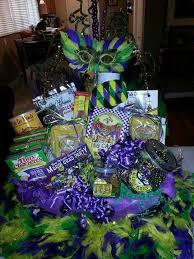 mardi gras gifts 상의 raffle basket ideas에 관한 상위 64개 이미지