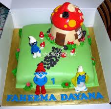 smurfs cake ideas 97520 smurfs birthday cake and cupcake i