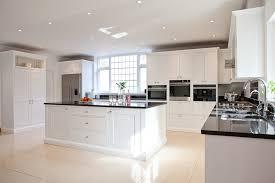 cuisine blanche avec ilot central cuisine blanche et moderne ou classique en 55 idées ravissantes