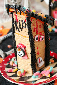 Halloween Haunted House Cake How To Make A Scary Halloween Haunted House Out Of Graham Crackers