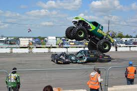 monster truck racing youtube vegas racing review mommie monster truck race track of jam world