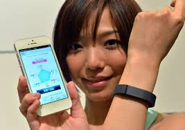 black friday amazon how does it work how fitbit works howstuffworks