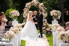 wedding flowers london ontario an outdoor wedding ceremony at london s hunt club wedding decor