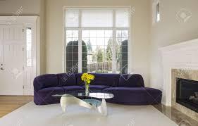canapé daim grand salon avec canapé en daim famille table en verre en de