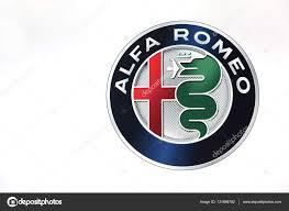 alfa romeo logo alfa romeo logo na ścianie zdjęcie stockowe editorial