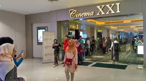 Xxi Cinema Sembari Nonton Warga Berselfie Ria Di Cinema Xxi Plaza