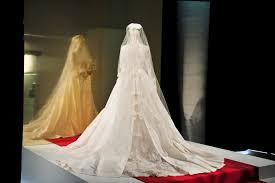 miranda kerr has finally debuted her wedding dress and it u0027s every