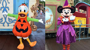 mickey s not so scary halloween party meeting minnie mouse u0026 donald duck in costume at mickey u0027s not so