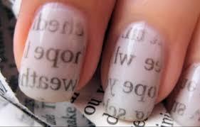 imagenes uñas para decorar truco para decorar tus uñas sólo con alcohol y papel periódico upsocl