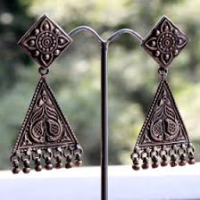 gujarati earrings look stylish and with silver jhumkas