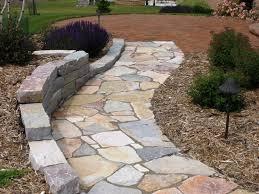 vialetti in ghiaia come realizzare un vialetto in giardino arredamento per giardino