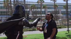 darth vader force choke darth vader goes around comic con force choking people geektyrant