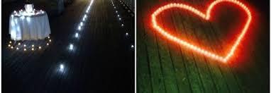 sorprese con candele e candele sul molo poi la sorpresa la proposta di