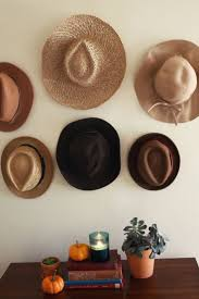 Creative Way To Hang Scarves by Best 25 Hanging Hats Ideas On Pinterest Hat Organization Hat