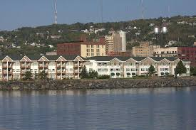 Comfort Inn Duluth Canal Park Looking At The Hotel From The Lighthouse Boardwalk Picture Of
