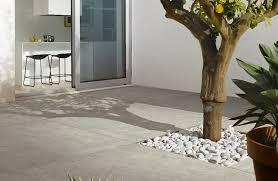 piastrelle balcone esterno la pavimentazione esterna come scegliere la pi禮 appropriata