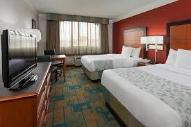 la quinta 2 bedroom suites la quinta inn suites seattle sea tac in seattle hotel rates