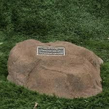memorial rocks memorial rock memorial boulder bronze plaque like valley monuments