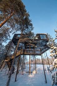 chambre dans un arbre une chambre d hôtel perchée dans un arbre par les architectes de