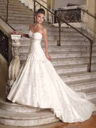 wedding dress stores near me wedding dresses on a budget wedding corners