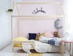 comment faire une cabane dans une chambre lit cabane esprit montessori choisir lit cabane chambre enfant