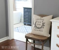decorating with farmhouse styled pillows