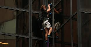 Trump Tower Ny Trump Tower Is Being Scaled By A Man With Suction Cups And Police