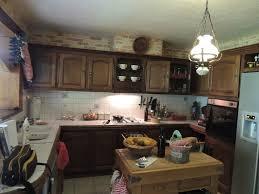 cuisine rustique repeinte en gris comment moderniser une cuisine rustique eleonore déco