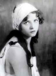 roaring 20 s fashion hair 1920 s woman with hair scarf 20 s flappers freedom fashion