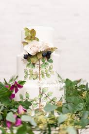 of unique woodland wedding cakes to get inspired 35