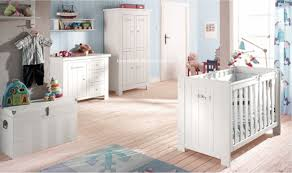 chambre bebe bois massif pack lit bébé table à langer bois massif catalogne