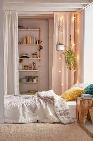 Apartment Home Decor by Best 25 Urban Outfitters Room Ideas On Pinterest Urban Bedroom