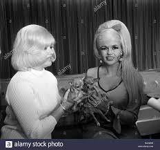 diana dors may 1967 actress with jayne mansfield in a leeds hotel