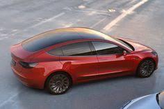 europe la tesla model 3 fait sa promotion en showroom cars
