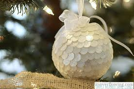 cozy and simple tree ornament showcase its overflowing