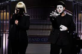 Chandelier Singer Sia Performs Chandelier And Elastic On Snl Debut