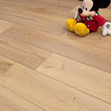 Bevelled Laminate Flooring Warm Oak 8mm Premier Elite Laminate Flooring