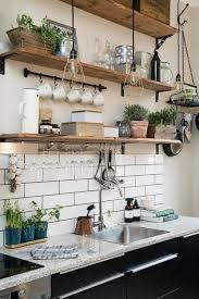 deco cuisine rustique le rangement mural comment organiser bien la cuisine étagère