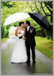 parapluie mariage au secours mon mariage prend l eau mariage
