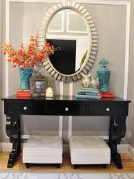 chic entryway decor idea for small apartment with black side table