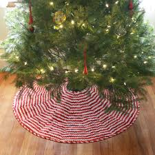 free candy stripe reversible tree skirt pattern and tutorial
